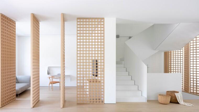 Ξύλινα περιστρεφόμενα διαχωριστικά σε ενιαίο χώρο
